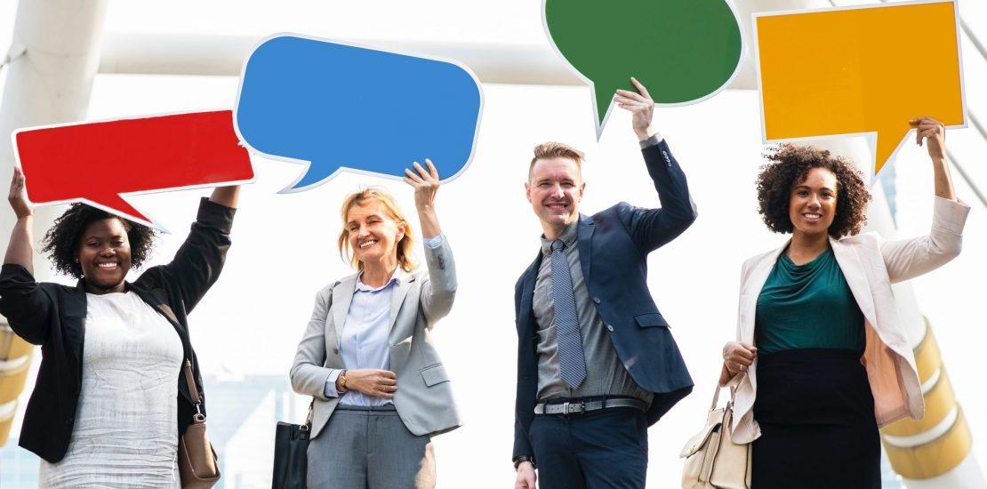 Zdjęcie przedstawia osoby o różnych stylach komunikacyjnych